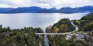 Rio Correntoso y Lago Nahuel Huapi. Neuquen Patagonia Turismo en Argentina